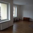 Byt v pôvodnom stave - kuchyňa s obývacou izbou.